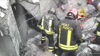 Les pompiers en cours d'intervention à Gênes