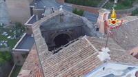 Le toit d?une église s?effondre à Rome