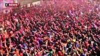 Inde : des milliers de personnes ont célébré Holi, le «festival des couleurs»
