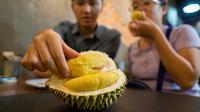Le durian est un fruit très populaire en Asie du Sud-Est, malgré sa mauvaise odeur.