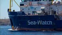 Image du navire Sea-Watch extraite d'une vidéo de l'organisation Local Team tournée au large de l'île de Lampedusa (Italie) le 26 juin 2019 [- / LOCALTEAM/AFP]