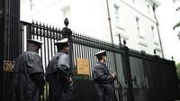 Des gardes de sécurité devant les locaux de la mission commerciale russe à Washington, le 2 septembre 2017 [Eric BARADAT / AFP]
