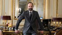 Le nouveau Premier ministre Edouard Philippe dans son bureau à Matignon, le 17 mai 2017 à Paris [Joël SAGET / AFP]