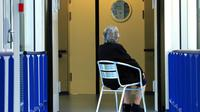 Les laboratoires pharmaceutiques sont pour le moment démunis face à Alzheimer: depuis 16 ans, aucun nouveau médicament contre cette maladie neurodégénérative n'est arrivé sur le marché, faute de certitudes sur son mécanisme [PHILIPPE HUGUEN / AFP/Archives]