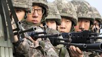 Des soldats sud-coréens, le 24 août 2015 sur la frontière avec la Corée du Nord [YONHAP / YONHAP/AFP]
