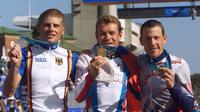 Le podium du contre-la-montre des JO de Sydney, Jan Ullrich (g, argent), Viacheslav Ekimov (ce, or) et Lance Armstrong (bronze), le 30 septembre 2000  [Patrick Kovarik / AFP/Archives]