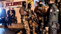 Des forces de police  patrouillent le 10 décembre 2016 dans les rues d'Istanbul après le double attentat [YASIN AKGUL / AFP]