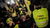 """Des """"gilets jaunes"""" délégués participent à l'""""Assemblée des assemblées"""" le 5 avril 2019 à Saint-Nazaire (Loire-Atlantique) [LOIC VENANCE / AFP]"""