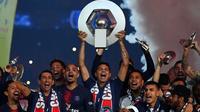 Le PSG, champion de France, le 18 mai 2019 au Parc des Princes, va remettre en jeu son titre le weekend du 10-11 août contre Nîmes [FRANCK FIFE / AFP/Archives]