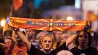 Une manifestante proteste contre l'accord sur le nom de la Macédoine devant le parlement, à Skopje, le 13 juin 2018 [Robert ATANASOVSKI / AFP/Archives]