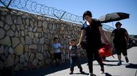 Des personnes traversent la frontière entre le Mexique et les Etats-Unis, le 20 juin 2018 à El Paso (Texas) [Brendan Smialowski / AFP]