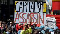 Pancarte brandie lors des manifestations du 1er, en 2016 à Paris [ALAIN JOCARD / AFP/Archives]