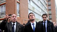 Le maire de Tourcoing Michel-François Delannoy (G) et le ministre de l'Intérieur Manuel Valls le 29 janvier 2013 à Tourcoing [Philippe Huguen / AFP/Archives]
