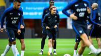 L'attaquant Antoine Griezmann (c) et ses coéquipiers de l'équipe de France à l'échauffement, le 8 juin 2017 à Solna [Jonathan NACKSTRAND / AFP]