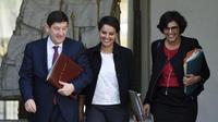 Plusieurs membres du gouvernement vont entourer le Premier ministre.