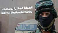 Un soldat monte la garde devant l'Autorité électorale égyptienne, au Caire, fin janvier 2018.