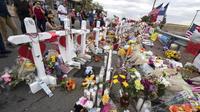 Des fleurs sur un mémorial de fortune pour les victimes du Cielo Vista Mall Walmart, à El Paso, au Texas, le 6 août 2019.