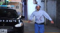 L'ex-policier Miguel Dimarco (J. Minujin) a pour mission d'infiltrer une bande de détenus.