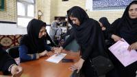 Une Iranienne vote au second tour des élections législatives, vendredi 29 avril 2016.