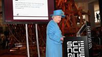 La reine a posté son premier tweet en 2014, lors d'une visite au Science Museum de Londres.