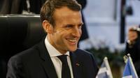 «Si être 'gilet jaune', c'est vouloir moins de parlementaires et que le travail paie mieux, moi aussi je suis 'gilet jaune' !», a déclaré Emmanuel Macron.