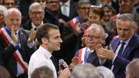 Emmanuel Macron est allé sur le terrain, à la rencontre des citoyens, en participant à une dizaine d'assemblées.