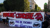 Environ 500 personnes, provenant pour la plupart de groupes d'extrême gauche, avaient manifesté le 24 septembre 2016 à Lille, contre l'ouverture d'un bar privé appelé «La Citadelle» par le groupe d'extrême droite «Generation Identitaire».