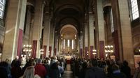 Messe pour le 40e anniversaire de la disparition du chanteur Claude François, le 10 mars 2018 à Paris [GEOFFROY VAN DER HASSELT / AFP]