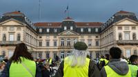 Des «gilets jaunes» devant la préfecture du Puy-de-Velay le 17 novembre 2018 [Thierry Zoccolan / AFP]