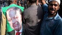 Des partisans du Premier ministre Nawaz Sharif devant le tribunal d'Islamabad, le 19 septembre 2018 [AAMIR QURESHI / AFP]