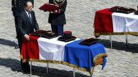 A Paris, le 20 avril 2016, François Hollande rend hommage aux trois soldats français tombés le 12 avril dans le nord du Mali [PATRICK KOVARIK / AFP]