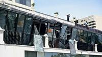 Décombres dans le restaurant de l'hôtel Kingsbury à Colombo, le  22 avril 2019, au lendemain de la série d'explosions meurtrières [Jewel SAMAD / AFP]
