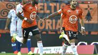 La joie de Jimmy Cabot (d), auteur du but de la victoire de Lorient contre Lyon, le 24 septembre 2016 au Moustoir [LOIC VENANCE / AFP]