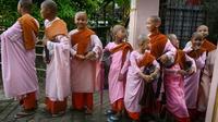 Quelques unes des 66 filles accueillies par le couvent boudhiste de Mingalar Thaikti, le 19 octobre 2019   [Ye Aung THU / AFP]