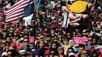 """Manifestation pour la 2e """"Marche des femmes"""" anti-Trump, le 20 janvier 2018 à Los Angeles [Mark RALSTON / AFP]"""