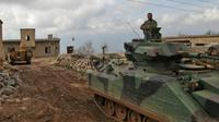 Des forces turques et des hélicoptères avancent vers le village d'Al-Maabatli dans la région d'Afrin, le 2 mars 2018 [Bakr ALKASEM / AFP]