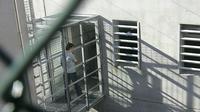 Un jeune au Centre de rétention administrative du Canet (CRA), le 5 décembre 2006 à Marseille [BORIS HORVAT / AFP/Archives]