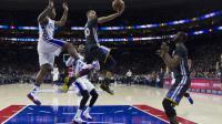 Le joueur des Golden State Warriors Stephen Curry (c) marque un panier contre face aux Philadelphia 76ers à Philadelphie, le 30 janvier 2016 [Mitchell Leff / Getty/AFP/Archives]