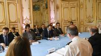 Le Premier ministre Edouard Philippe (c) et le ministre de la Transition écologique Nicolas Hulot (2e g) lors d'une réunion le 25 avril 2018 à l'Hôtel Matignon sur la situation dans la ZAD de Notre-Dame-des-Landes [Eric FEFERBERG / POOL/AFP]