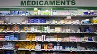 Des médicaments disposés sur une étagère dans une pharmacie d'Orléans, en France, le 11 janvier 2018 [GUILLAUME SOUVANT / AFP]