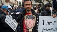 Des manifestants devant la Cour d'appel de Casablanca, le 5 avril 2019, pour réclamer la libération des meneurs du Hirak. [FADEL SENNA / AFP]