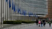 Des drapeaux européens en berne  [KENZO TRIBOUILLARD / AFP/Archives]
