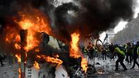 """Les """"gilets jaunes"""" en colère contre la hausse des taxes et la baisse du pouvoir d'achat réinvestissent la capitale samedi pour une nouvelle journée d'action aux contours encore incertains [Bertrand GUAY / AFP/Archives]"""