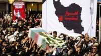 Des habitants de Ahvaz portent le cercueil d'une des victimes de l'attentat commis dans cette ville du sud-ouest de l'Iran, le 24 septembre 2018 [ATTA KENARE / AFP]