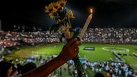 Hommage le 29 novembre 2016 à Medellin aux membres du club brésilien de Chapecoense, victimes du  crash aérien qui a fait 71 morts en Colombie [LUIS ACOSTA / AFP]