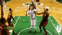 Jayson Tatum tente un panier contre les Cleveland Cavaliers dans un match dominé par les Celtics à Boston, le 13 mai 2018  [Maddie Meyer / Getty/AFP]