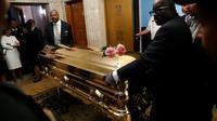 Le cercueil doré d'Aretha Franklin est transporté au cimetière Woodlawn à Detroit, le 31 août 2018 [Paul Sancya / POOL/AFP]