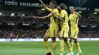 Neymar et Edinson Cavani, suivis par Angel di Maria, ont marqué pour le PSG contre Guingamp au Roudourou, le 13 août 2017 [JEAN-SEBASTIEN EVRARD / AFP]