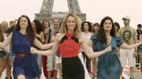 Vanessa Paradis dans un flashmob sur l'esplanade du Trocadéro