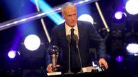 Vainqueur de la Coupe du monde avec les Bleus, Didier Deschamps a reçu le trophée du meilleur entraîneur.